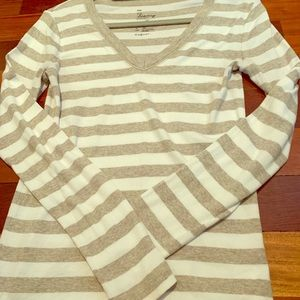 Gap vneck super soft tee